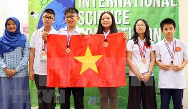 Alumnos vietnamitas ganan seis medallas de oro en concurso de ciencia ISC hinh anh 1