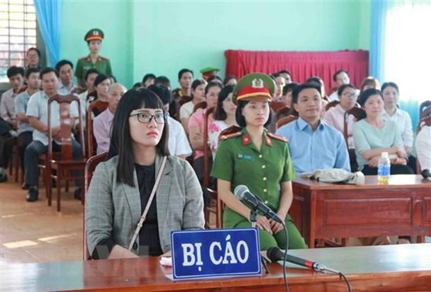 Condena a prision en Vietnam a una mujer por insultar a la bandera nacional hinh anh 1