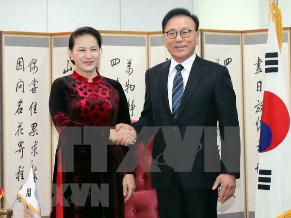 Dirigente parlamentaria se reune con consul general honorario de Vietnam en Busan hinh anh 1
