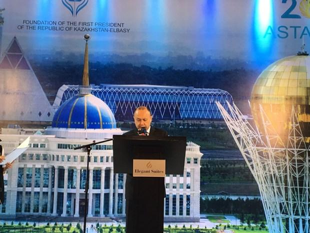 Exposicion fotografica en Hanoi resalta bellezas de Kazajstan hinh anh 1