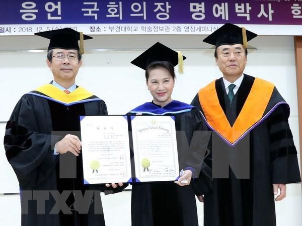 Presidenta del Parlamento de Vietnam recibe titulo honorifico de universidad sudcoreana hinh anh 1