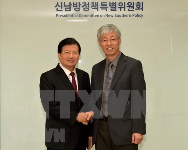 Vietnam y Corea del Sur fijan meta de alcanzar 100 mil millones de dolares de comercio en 2020 hinh anh 1