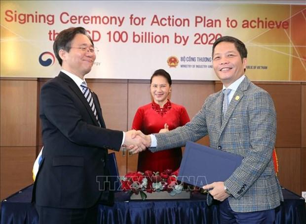 Vietnam y Corea del Sur firman plan de accion para aumentar el comercio bilateral hinh anh 1
