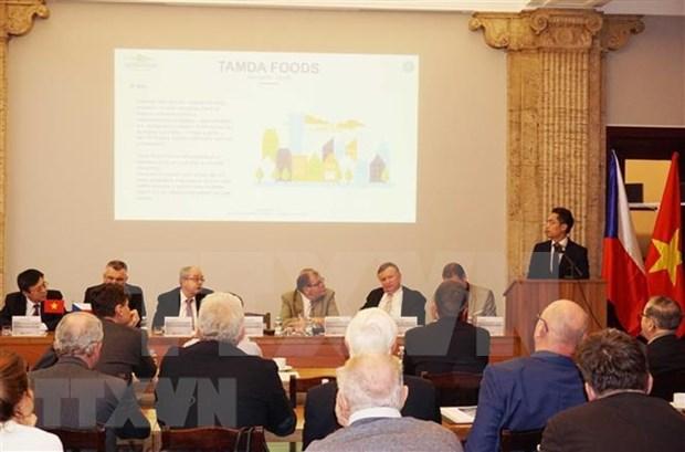 Foro tematico en Praga se propone estimular lazos economicos Vietnam- Republica Checa hinh anh 1