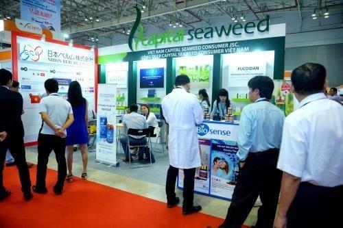 Inauguran en Hanoi exposicion internacional medico-farmaceutica hinh anh 1