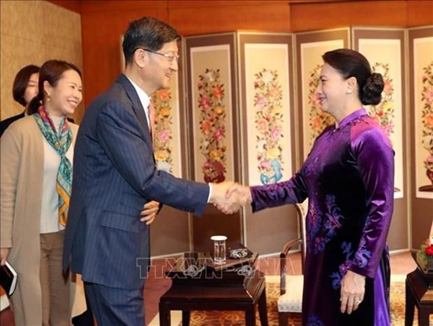 Maxima legisladora de Vietnam se reune con chaebol surcoreanos hinh anh 1