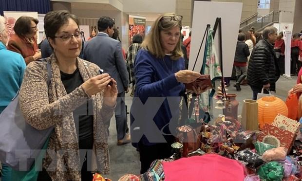 Productos artesanales de Vietnam presentados en feria internacional en Milan hinh anh 1