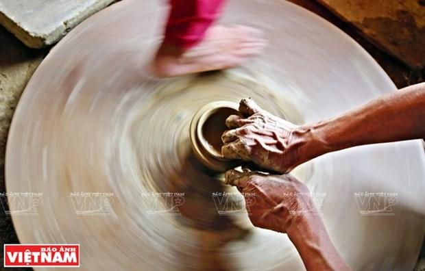 Preservan y promueven valores artisticos de la ceramica tradicional de la etnia Cham en Vietnam hinh anh 1