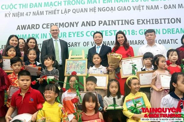 Entregan en Hanoi premios del concurso de dibujo infantil sobre proteccion ambiental hinh anh 1