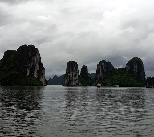 Bahia de Halong, una joya de la naturaleza vietnamita hinh anh 3