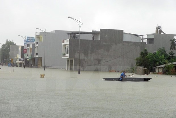 Inundaciones provocan seis muertos y heridos en Centro de Vietnam hinh anh 1