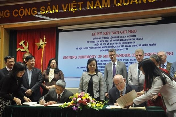 Vietnam y EE.UU. firman documento de cooperacion en medicina hinh anh 1