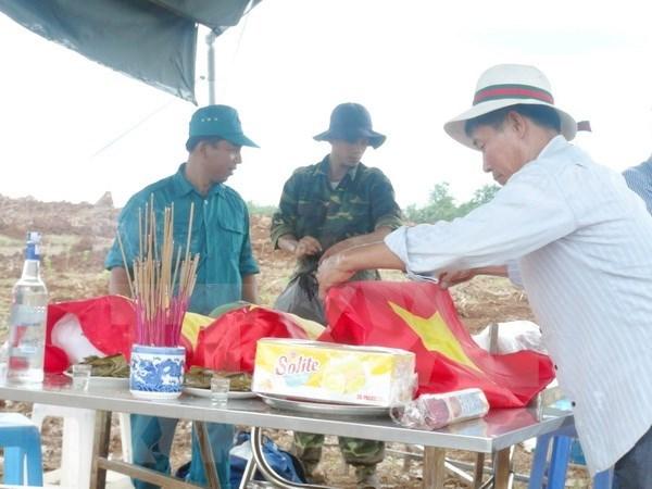 Repatriados restos de martires vietnamitas caidos en Laos hinh anh 1