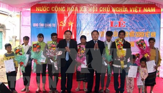 Otorgan nacionalidad vietnamita a 119 laosianos hinh anh 1