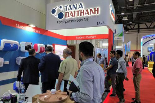 Empresa vietnamita presenta productos en la exposicion de construccion de Dubai hinh anh 1