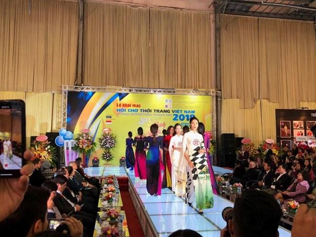 Inauguran Feria Internacional de Moda de Vietnam 2018 hinh anh 1