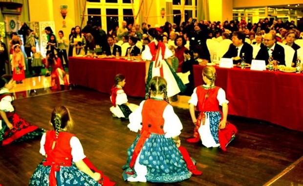 Presentan rincon cultural de Republica Checa en Hanoi hinh anh 1