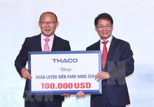 Entrenador Park Hang- seo dona 100 mil dolares al desarrollo del futbol vietnamita hinh anh 1