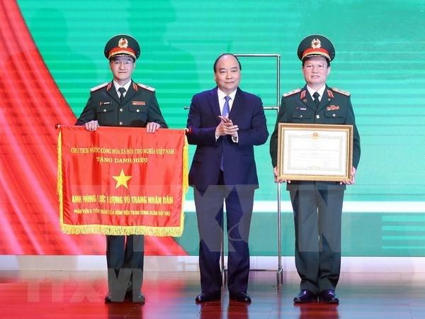 Premier vietnamita entrega titulo del Heroe de Fuerzas Armadas Populares al Hospital Militar Central hinh anh 1