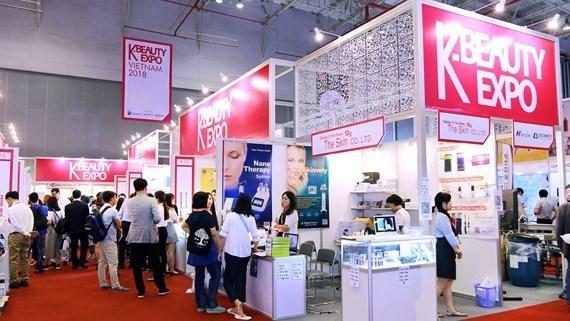 Celebraran primera exhibicion cosmetica en Vietnam hinh anh 1