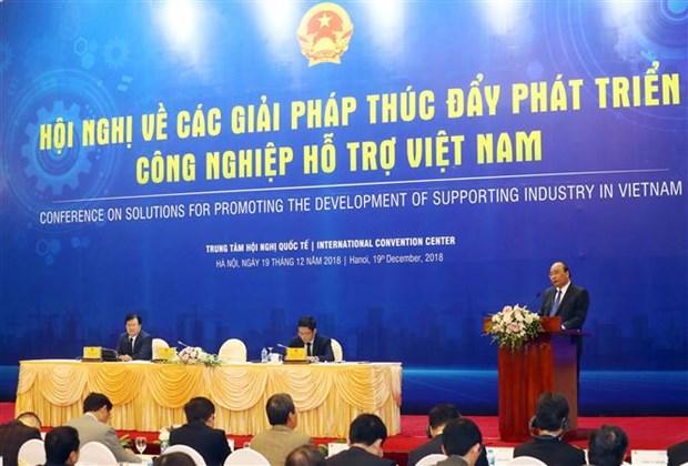 Premier de Vietnam llama a estudiar experiencias internacionales para desarrollar industria auxiliar hinh anh 1