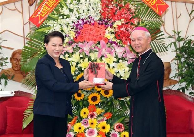 Presidenta del Parlamento de Vietnam extiende en provincia surena felicitaciones de Navidad hinh anh 1
