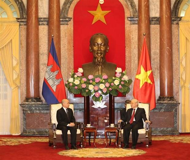 Maximo dirigente politico de Vietnam recibe al Rey de Camboya hinh anh 1