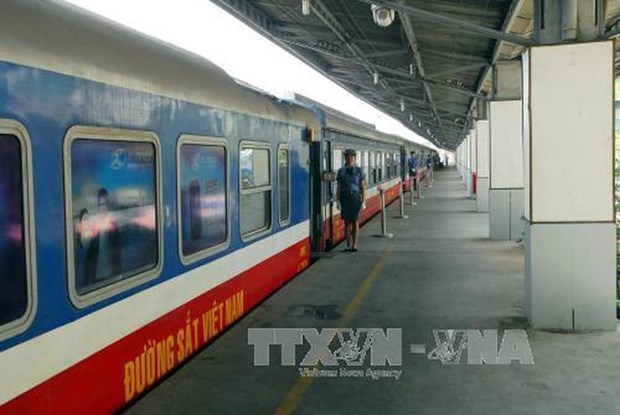 Vietnam se esfuerza para satisfacer demanda de transporte ferroviaria en dias feriados de Tet hinh anh 1