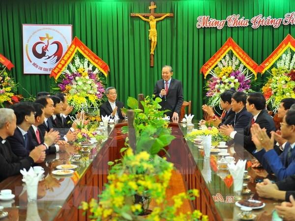 Dirigentes vietnamitas continuan felicitando a comunidad catolica por Navidad hinh anh 1