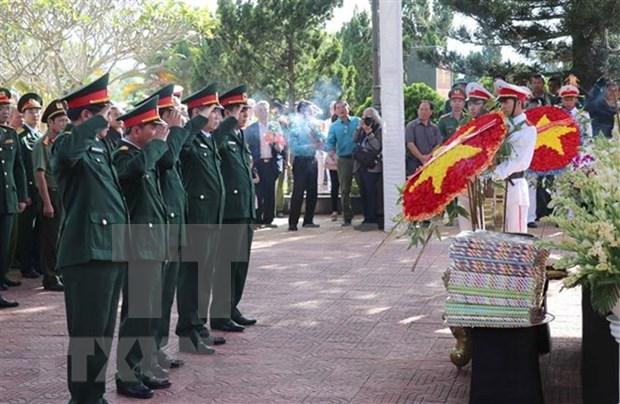 Celebran acto de entierro de restos de martires vietnamitas en provincias de Gia Lai y Ha Giang hinh anh 1