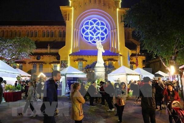 Vietnam celebra la Navidad con diversas actividades culturales y artisticas hinh anh 1