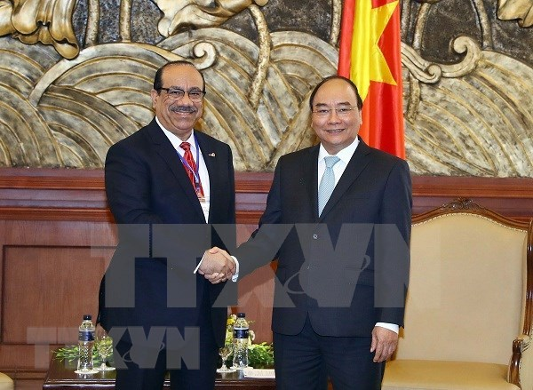 Premier vietnamita recibe a inversores del complejo de refineria petrolera Nghi Son hinh anh 1