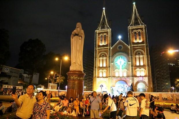 Atmosfera de alegria predomina Ciudad Ho Chi Minh en Navidad hinh anh 1