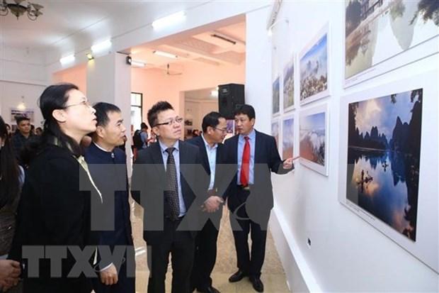 Exponen fotos de VNA sobre relaciones Vietnam-China hinh anh 1