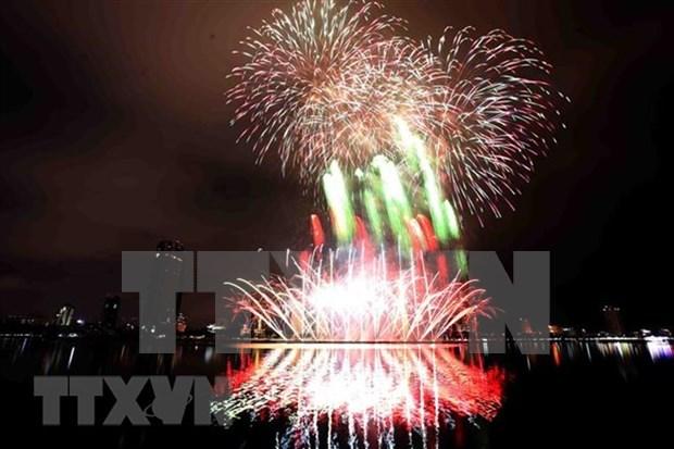 Da Nang dara la bienvenida al nuevo ano con fuegos artificiales hinh anh 1