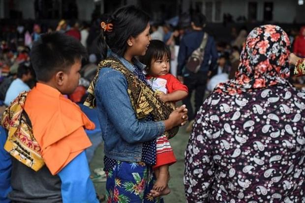 Evacuan a mas de 40 mil personas en Indonesia ante riesgo de otro tsunami hinh anh 1