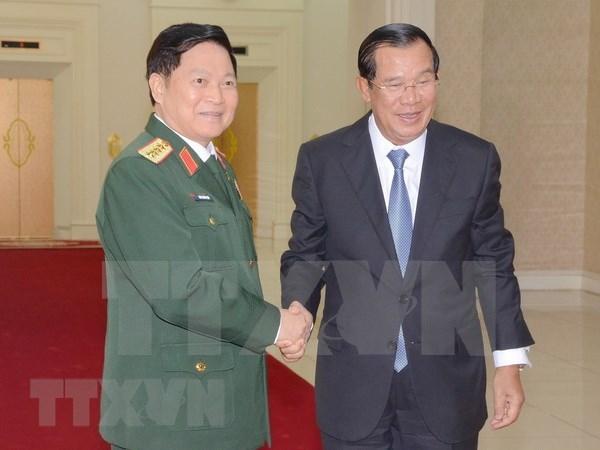 Cooperacion en defensa, pilar de los lazos entre Vietnam y Camboya hinh anh 1