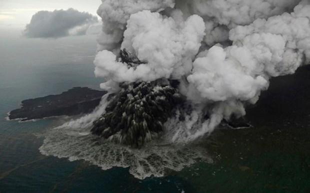 Volcan Anak Krakatoa pierde dos tercios de altura debido a tsunami mortal hinh anh 1