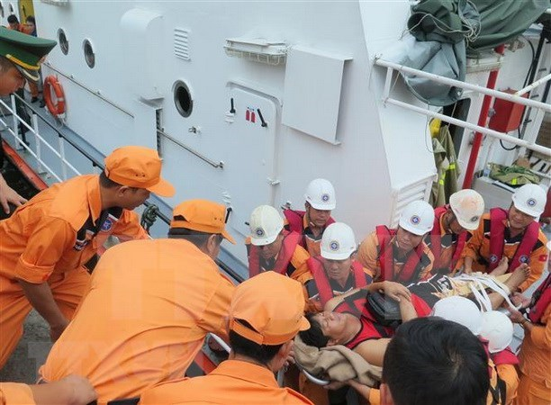 Vietnam rescata a cuatro marineros filipinos hinh anh 1
