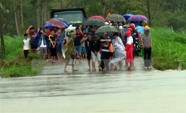 Cuatro fallecidos en centro de Vietnam por lluvias torrenciales hinh anh 1