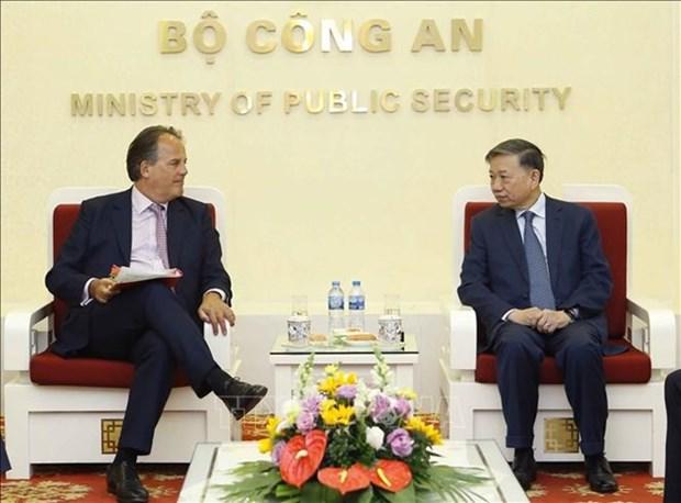 Vietnam aspira recibir mas apoyo del Reino Unido en la prevencion del crimen hinh anh 1