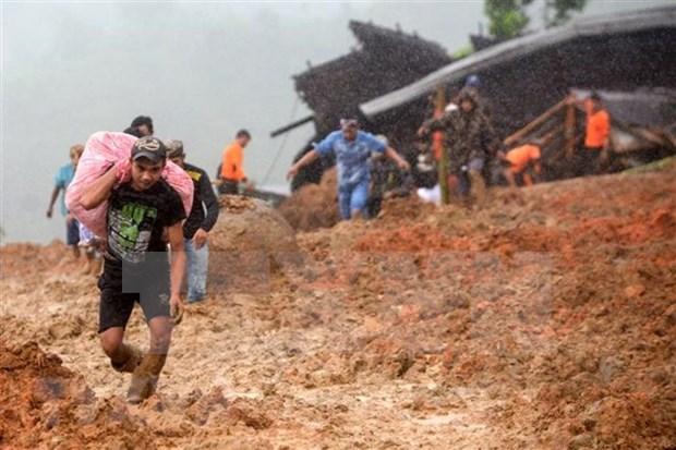Desastres naturales provocan centenar de muertos en Sudeste Asiatico hinh anh 1