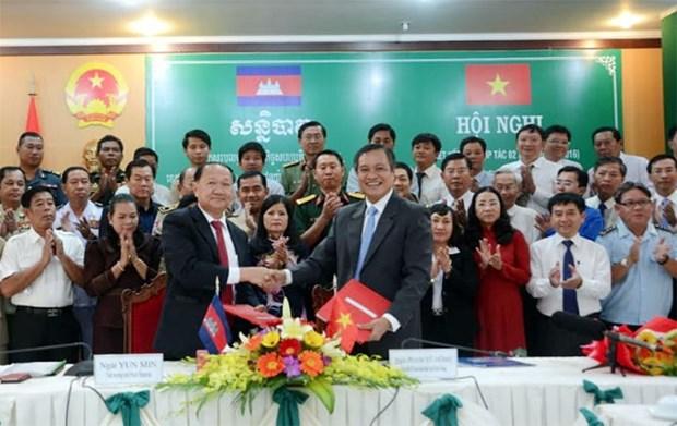 Provincia vietnamita de Kien Giang fomenta nexos con localidades camboyanas hinh anh 1