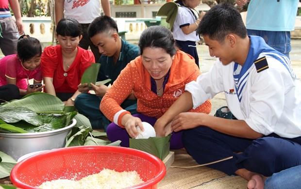 Pobladores de Truong Sa se preparan para la fiesta de Ano Nuevo Lunar hinh anh 1