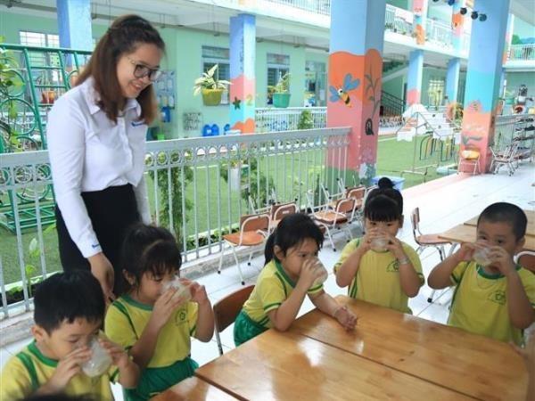 Hanoi lanza programa de leche escolar hinh anh 1