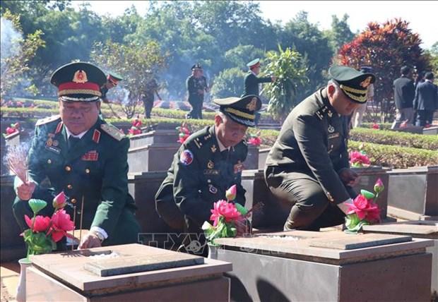 Funcionarios camboyanos homenajean a soldados vietnamitas caidos en lucha contra regimen de Pol Pot hinh anh 1