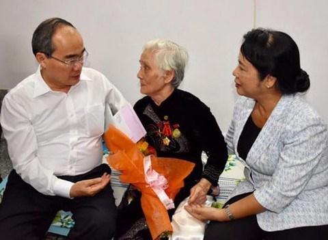 Ciudad Ho Chi Minh brinda asistencia financiera a necesitados en ocasion de Tet hinh anh 1