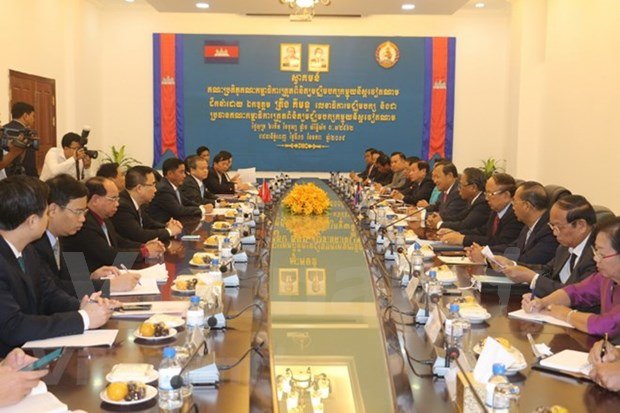 Altos dirigentes camboyanos reciben a delegacion partidista vietnamita hinh anh 1