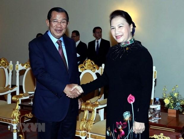 Agradece premier camboyano a Vietnam por su ayuda hinh anh 1