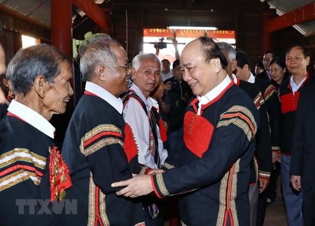 Entrega premier vietnamita regalos a minorias etnicas en provincia de Dak Nong hinh anh 1